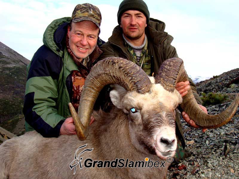 Yakutia-Snow-sheep-hunting-in-Magadam